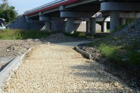 Postępy w pracach przy powstawaniu drogi rowerowej po starym śladzie Wylotowej
