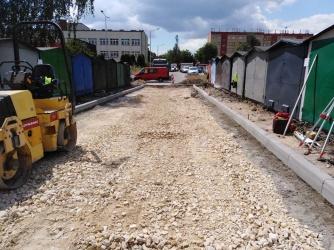 Trwa remont drogi dojazdowej do garaży na osiedlu Granitowa