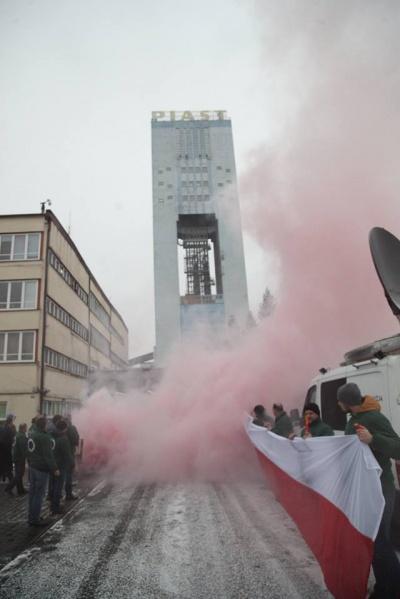 Zdjęcie wykonane podczas uroczystości 35-lecia  strajku na Piaście (14 grudnia 2016 r.)   Fot. Radosław Wojnar